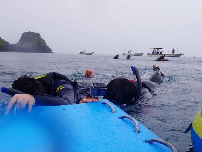 沖縄 青の洞窟 シュノーケリング 雨